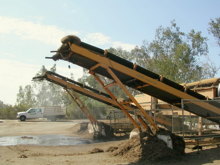 End of conveyor belt when all mulch has been processed